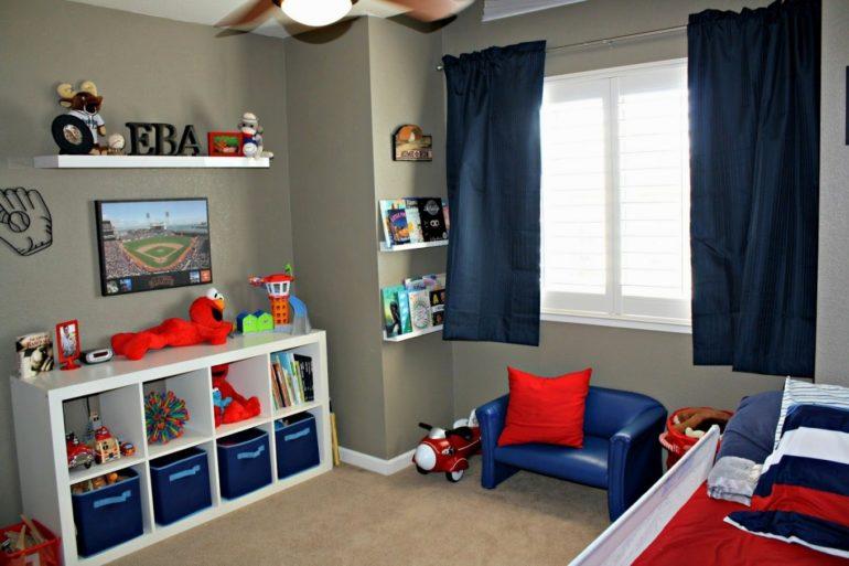 Короткие до подоконника шторы актуальны когда возле окна стоит мебель, при небольшой площади и частых активных играх