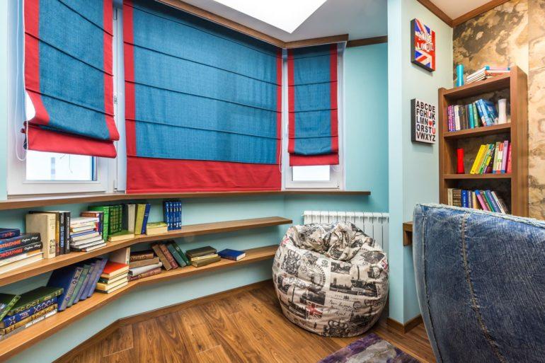 Римские шторы просты в управлении и уходе, поэтому они отлично подходят для комнаты занятого подростка
