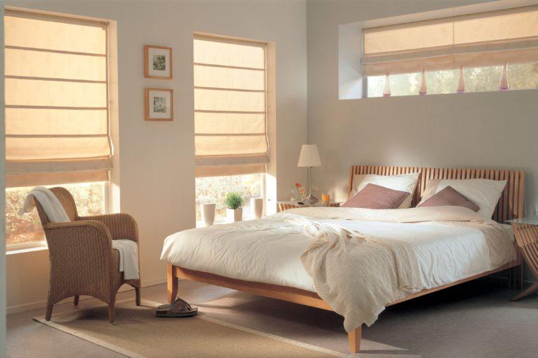 Светлые шторы конечно освежат вашу спальню, но защитить ее от солнца как следует не смогут