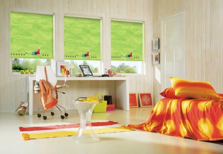 Очень удобны ролеты когда в спальне больше одного окна