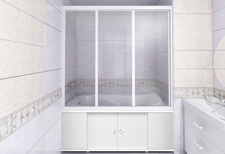 Пластиковые шторы ограждают ванну как отдельную зону, позволяющую насладиться уединением и расслабиться