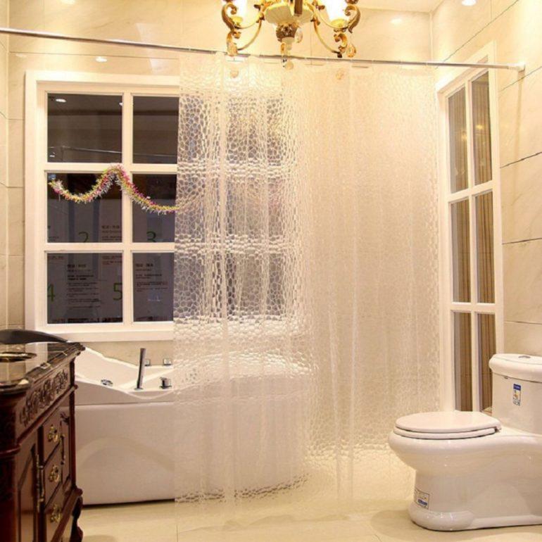 Виниловые шторы для ванной не нужно стирать, их достаточно протереть влажной тряпкой чтобы удалить мыльные следы