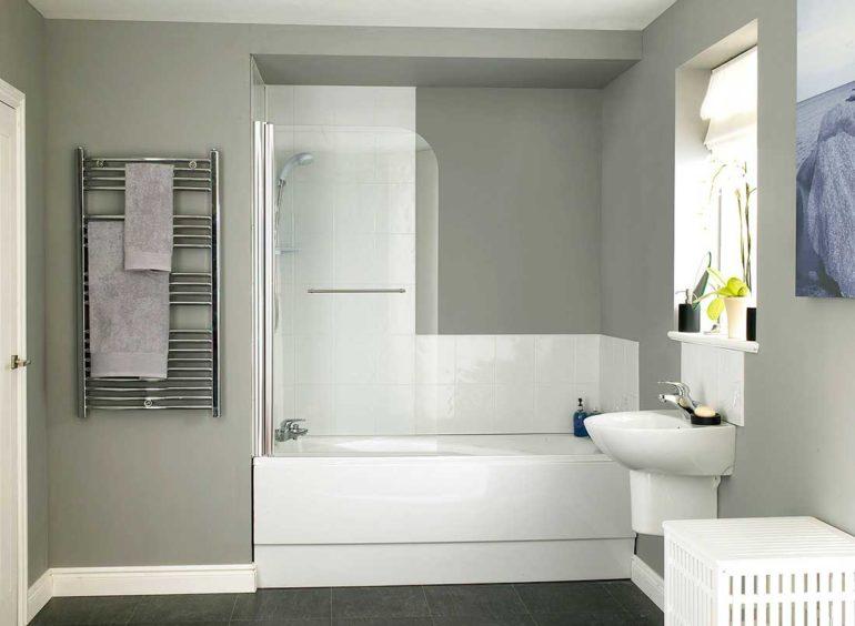 Для поддержания первоначального вида пластиковые шторы нужно регулярно мыть и вытирать насухо после купания
